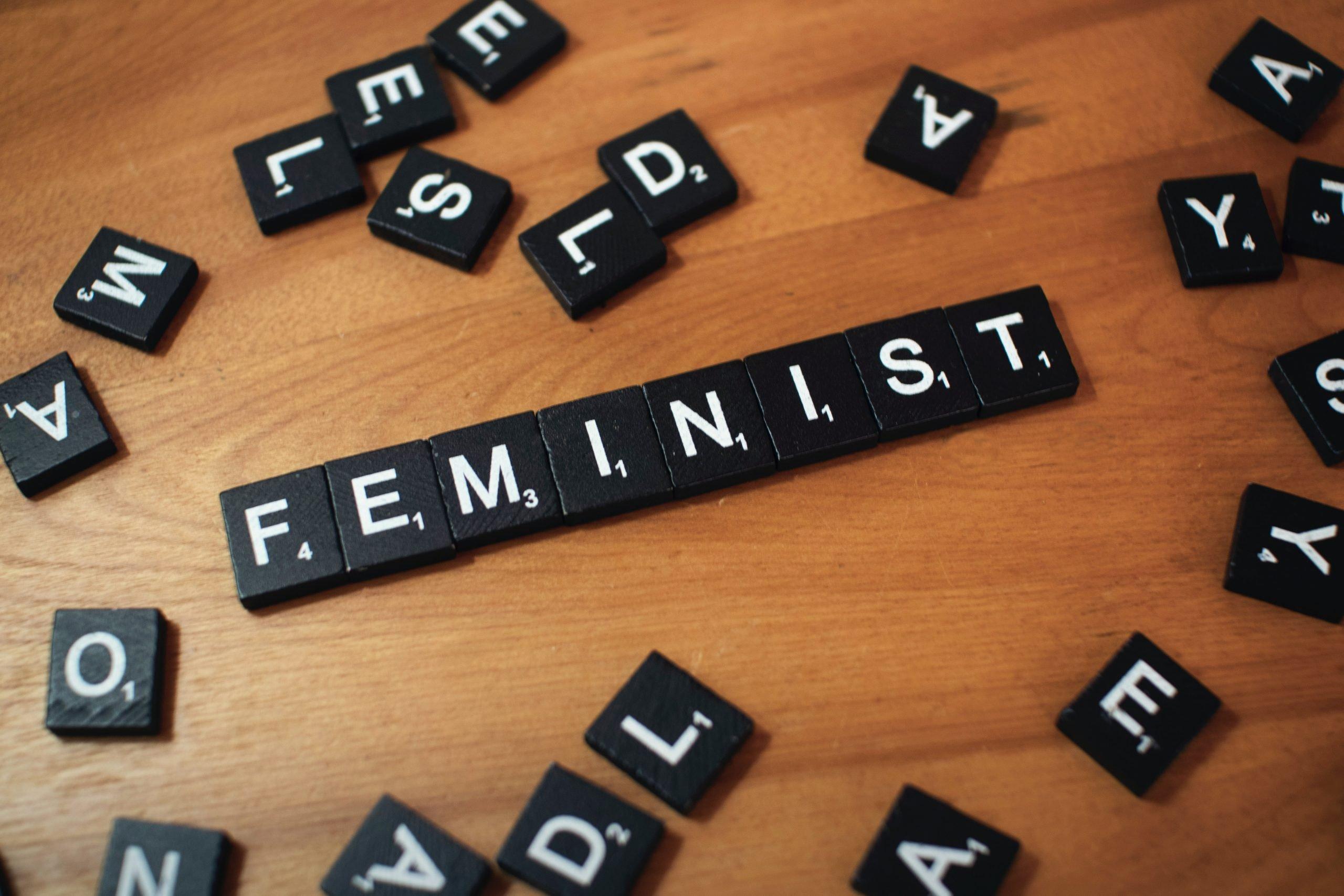 feminist en lettre scrabble